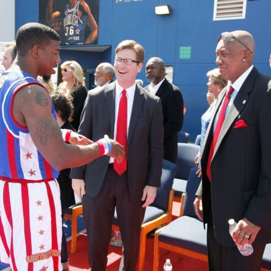 33 – Buckets with Mayor Greg Stanton & Fergie Jenkins 8275