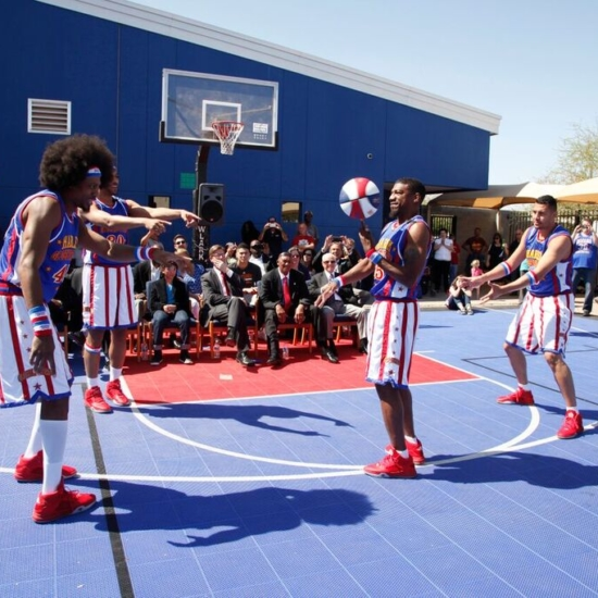 21 – Harlem Globetrotters Magic Circle 8215