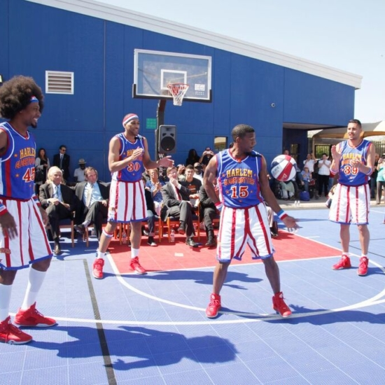 22 – Harlem Globetrotters in Magic Circle 8216